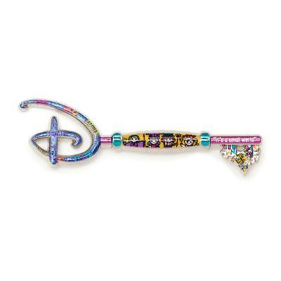 Disney Store - It's a Small World - 55.Geburtstag - Anstecknadel in Form eines Eröffnungszeremonie-Schlüssels